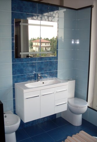 Vendita di sistemi e mobili arredo bagno ceramiche e for Arredo bagno svendita